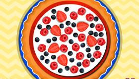 Pastel de fresa y grosellas
