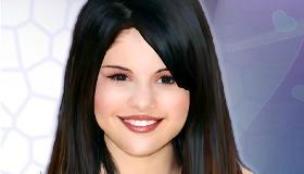 Maquilla a Selena Gomez